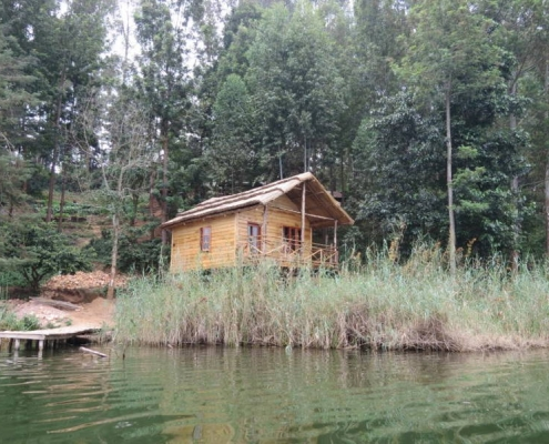 Zinnia treehouse on lake bunyonyi